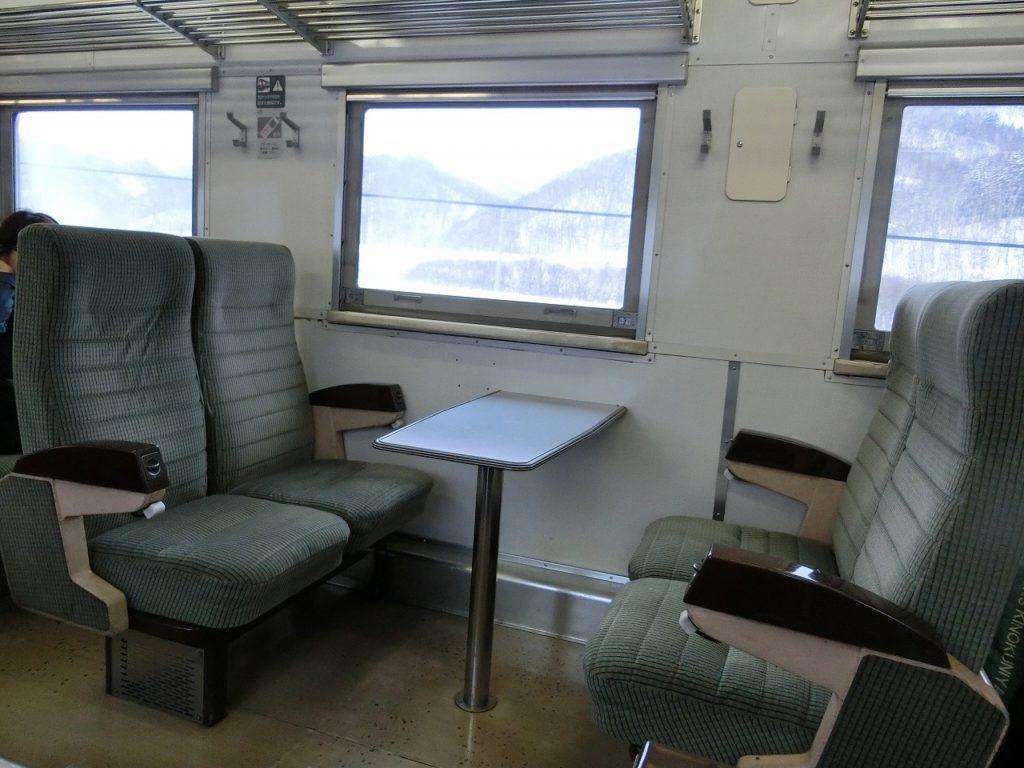 キハ54形のボックスシート