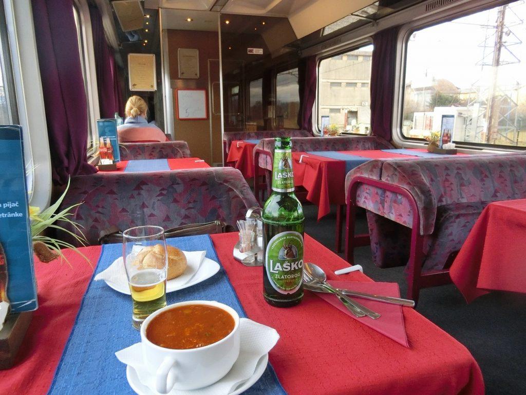 スロベニア国鉄の食堂車