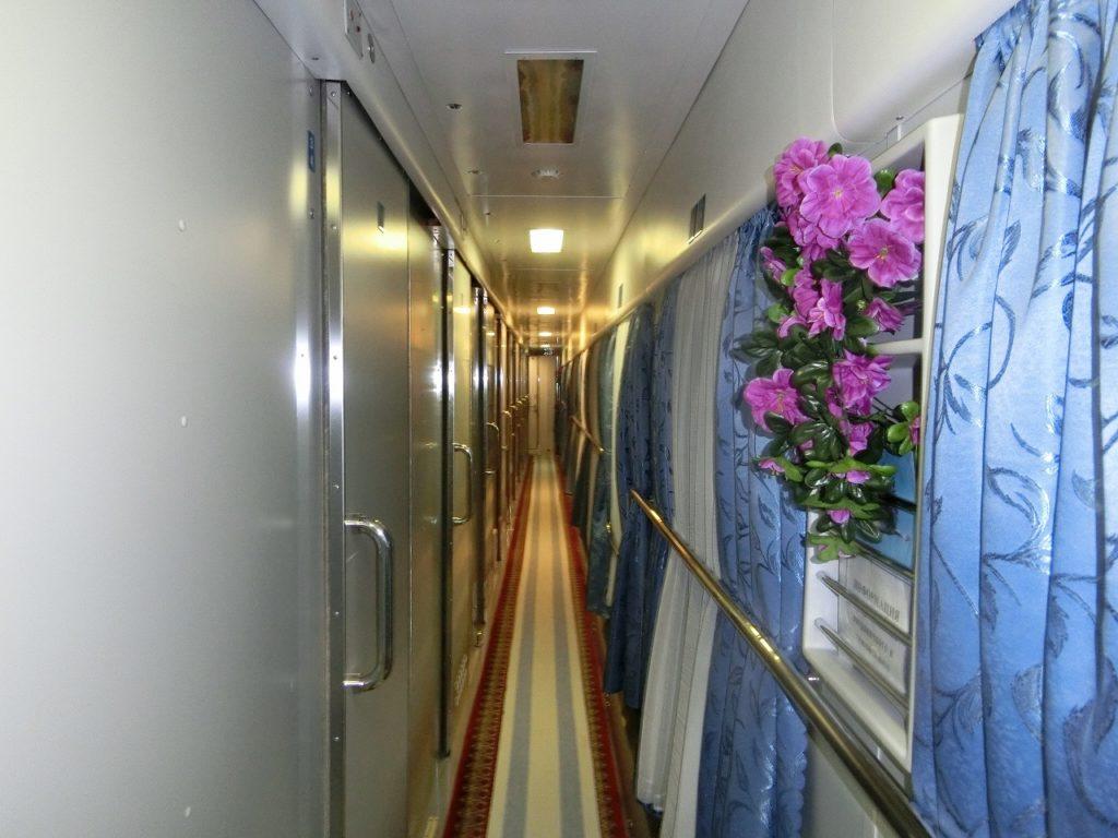 ベラルーシ鉄道の1等寝台車の通路