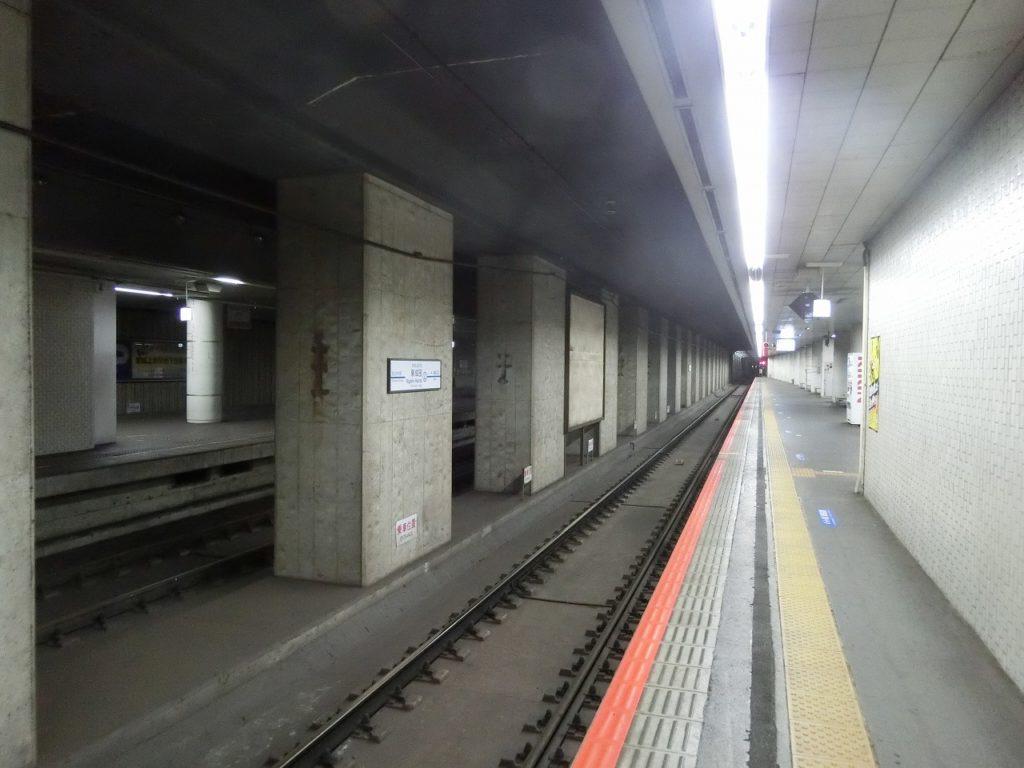 東成田駅ホーム