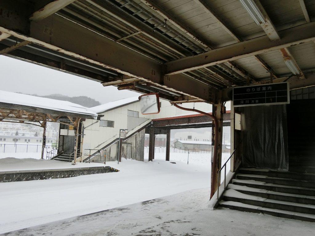 留萌駅の構内と跨線橋