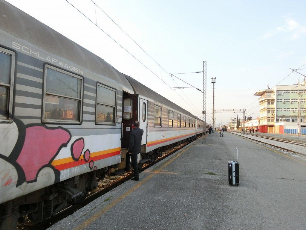 ポドゴリツァ駅についたバール鉄道の夜行列車