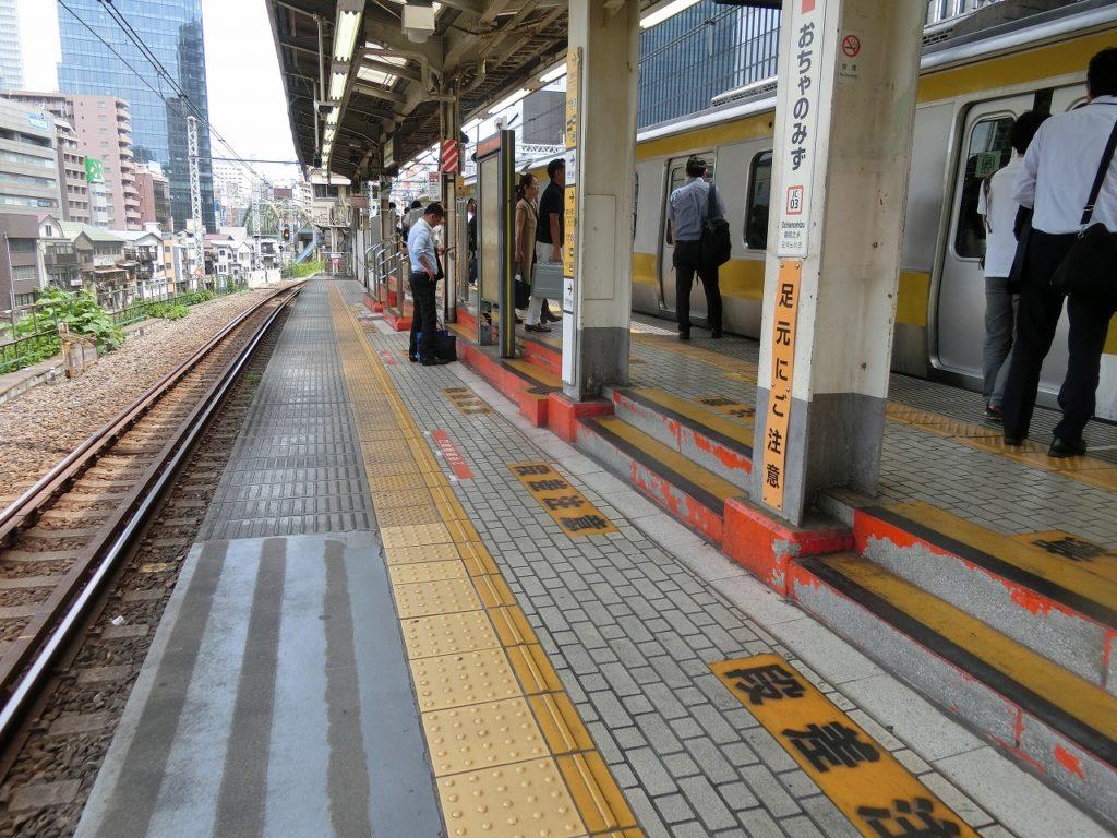 御茶ノ水駅のホームの段差