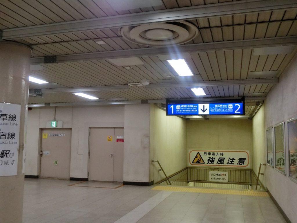 新日本橋駅のコンコース