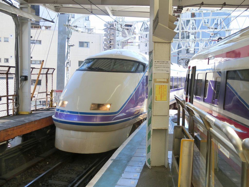 浅草駅に入線するスペーシア