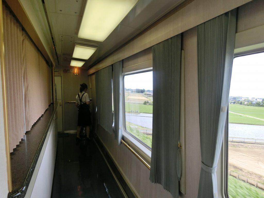 東武スペーシアの3号車のカウンター