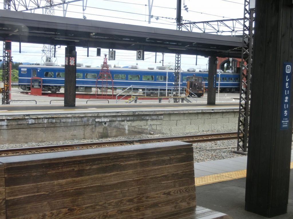 下今市駅で見えた「大樹」の客車