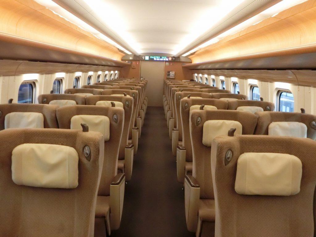 E5系のグリーン車の車内