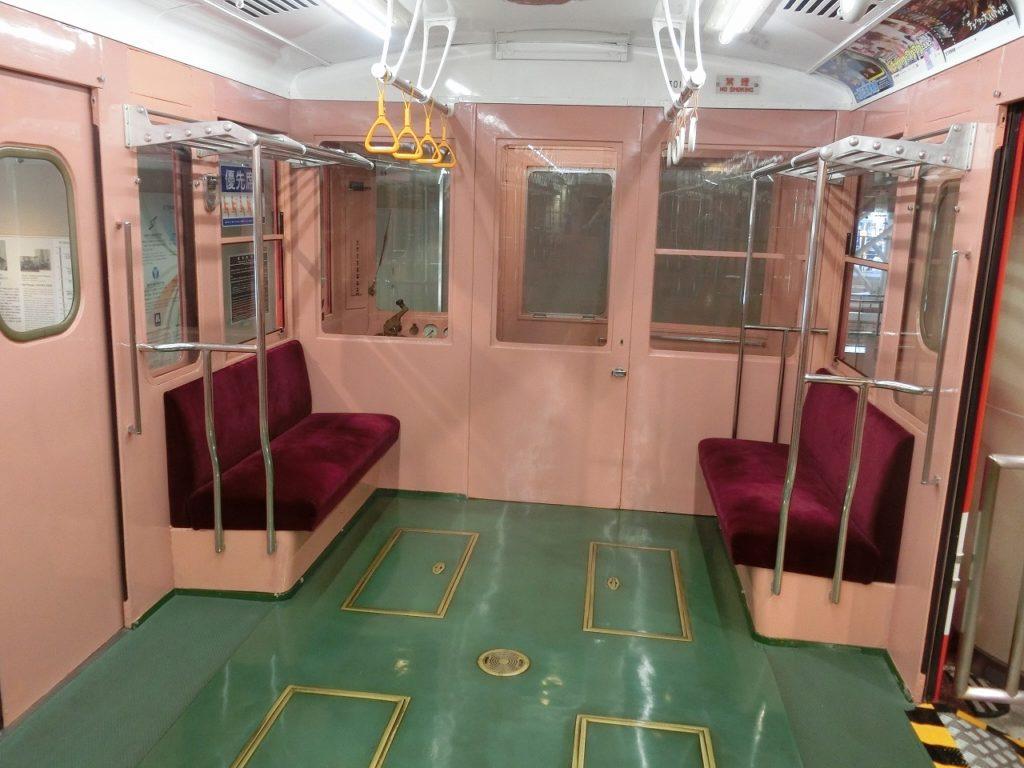 地下鉄博物館の丸の内線300形車内
