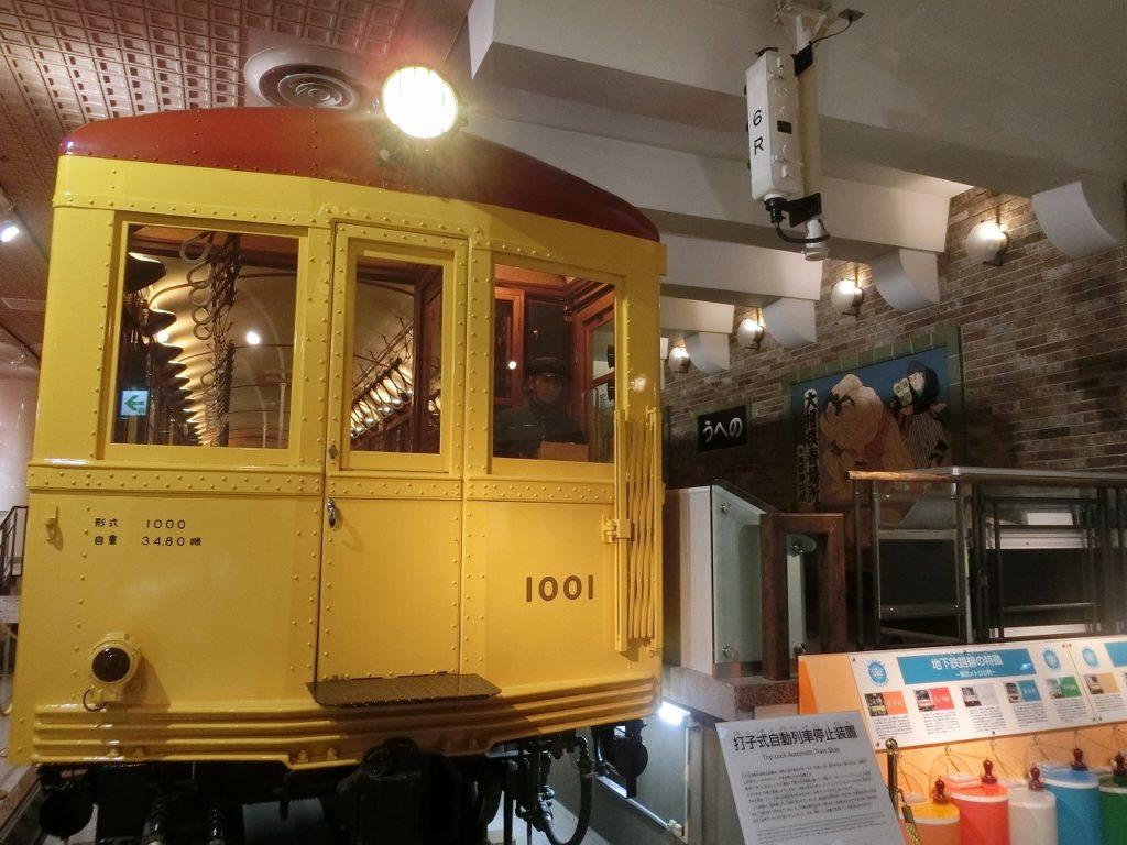 地下鉄博物館の上野駅ホームの展示