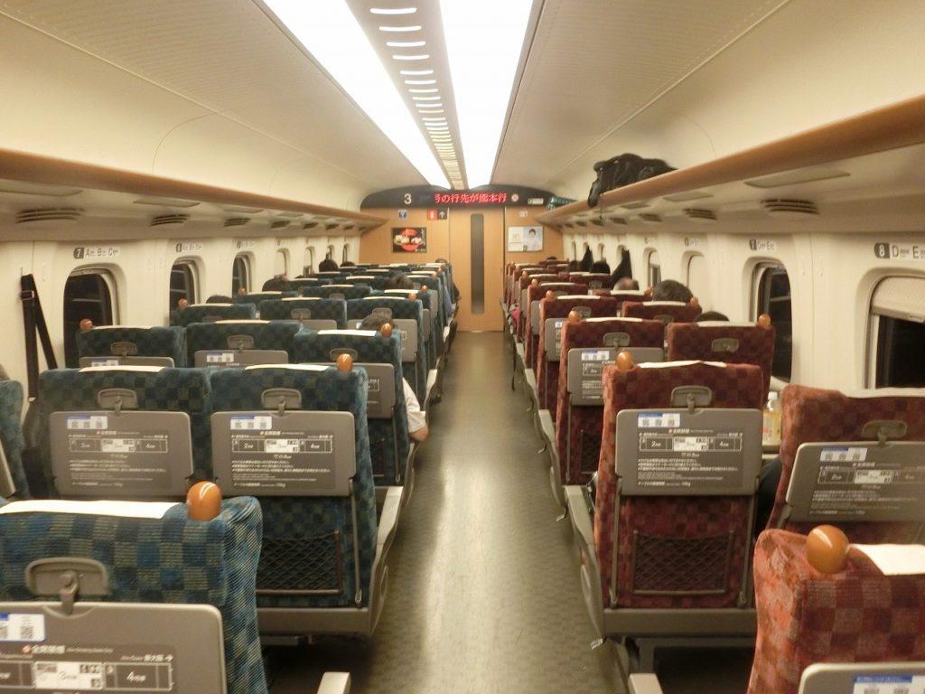 九州新幹線用N700系の普通車自由席の車内