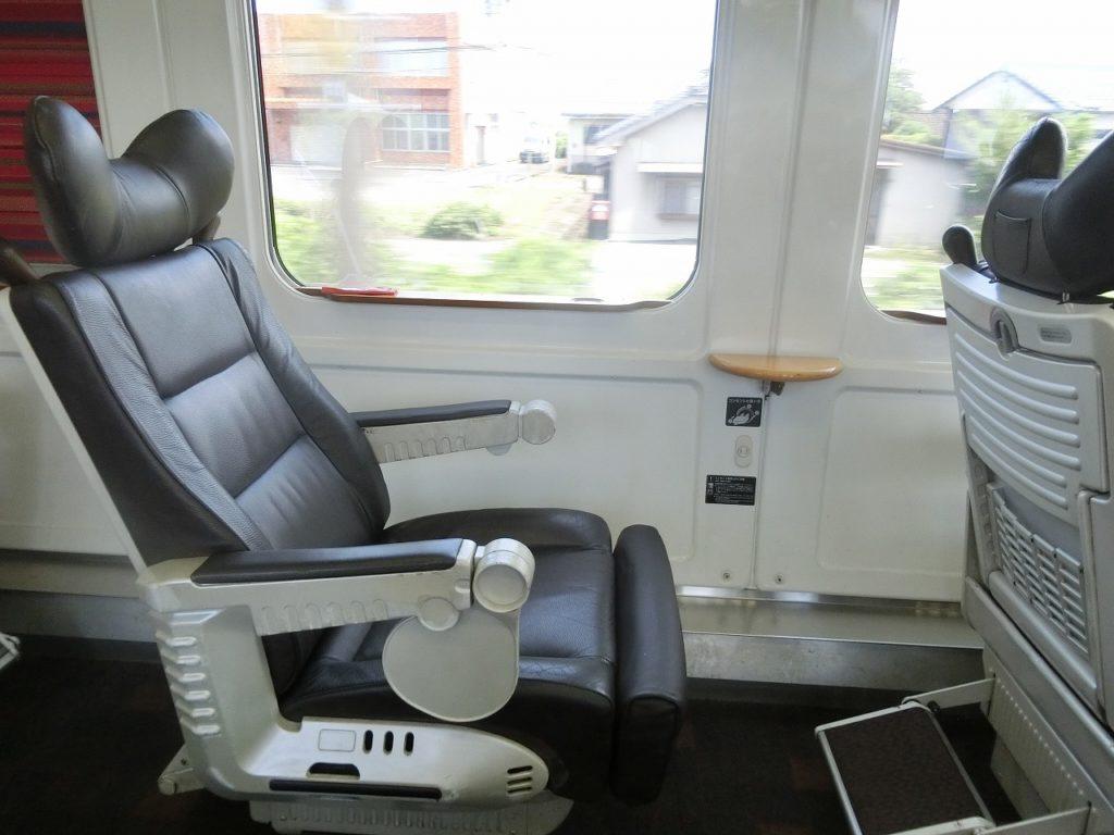 883系のグリーン車の座席