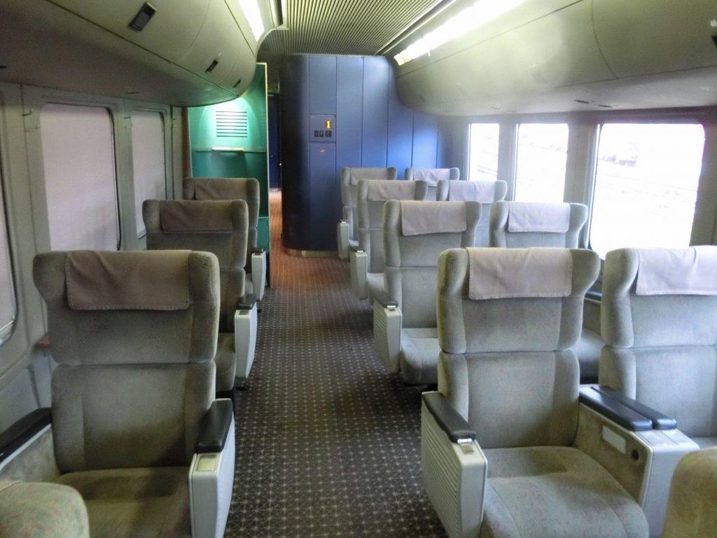 787系グリーン車の車内