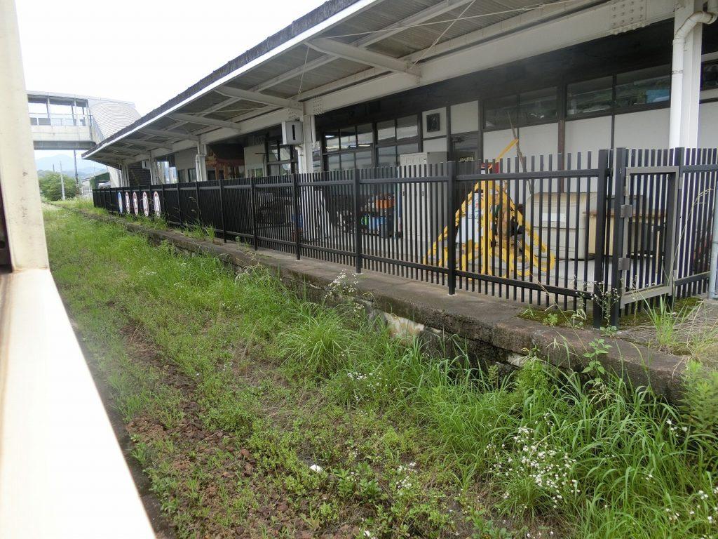栗野駅の山野線の線路跡