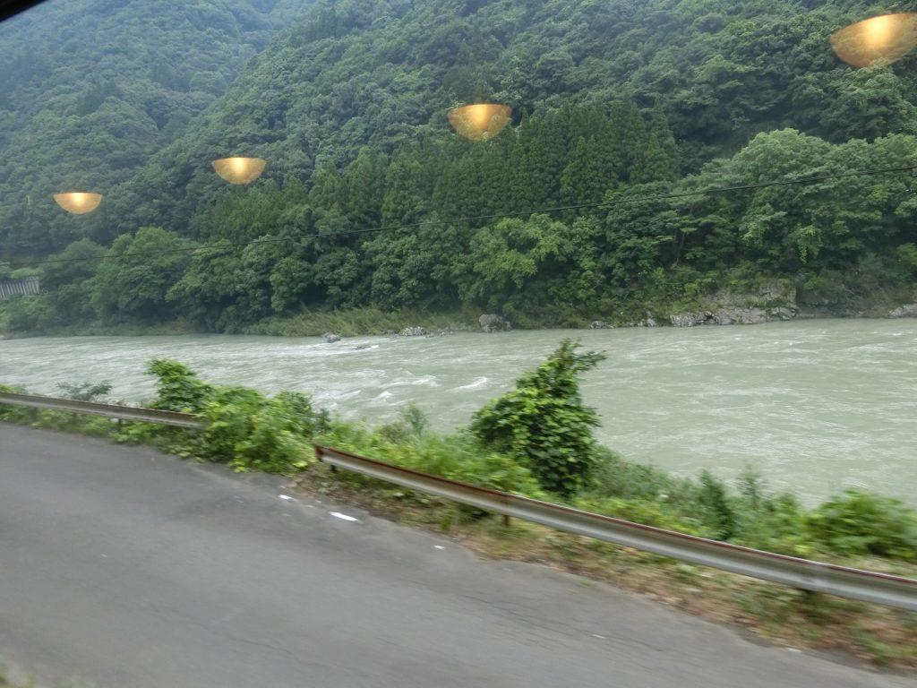 肥薩線からの球磨川の車窓