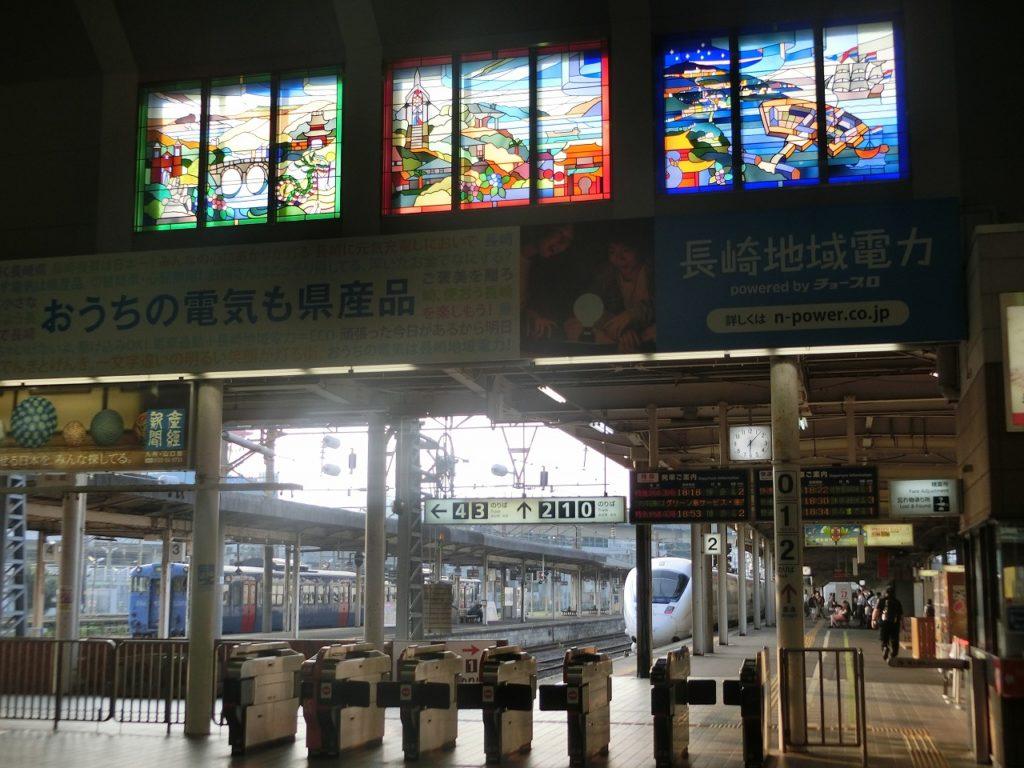 長崎駅に飾られたステンドグラス