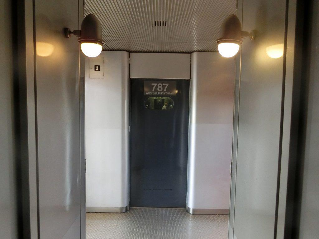 787系のデッキ