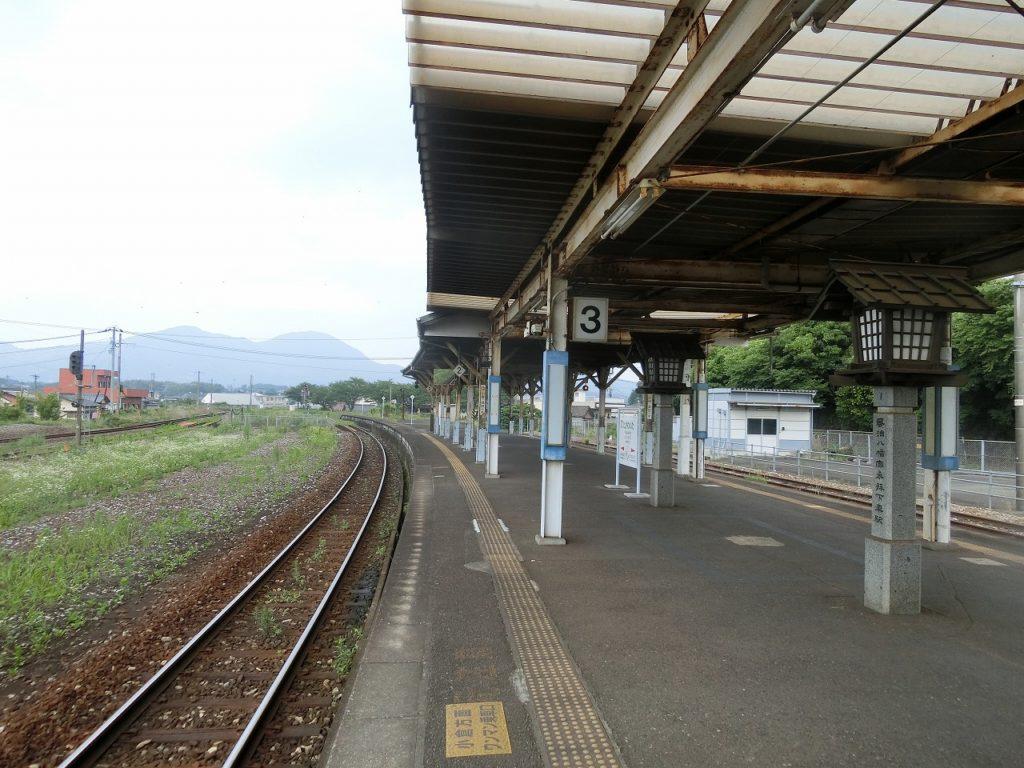 田川伊田駅のホーム