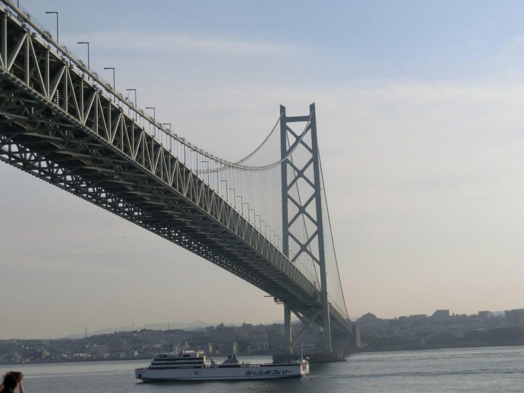 名門大洋フェリーから見た明石海峡大橋