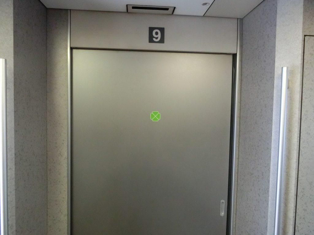 E2系のグリーン車客室への入り口