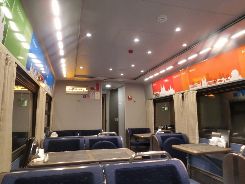 モスクワ発ベルリン行き夜行列車の食堂車