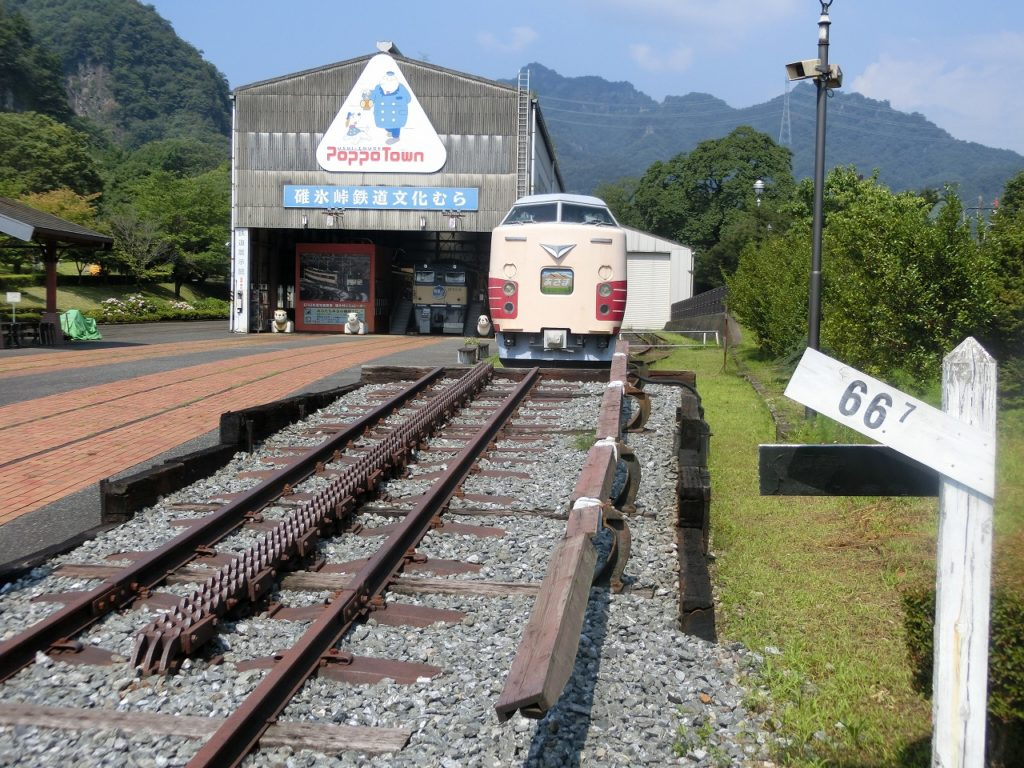 碓氷峠鉄道文化むらにあるアプト式のラックレール付きの66.7‰の勾配
