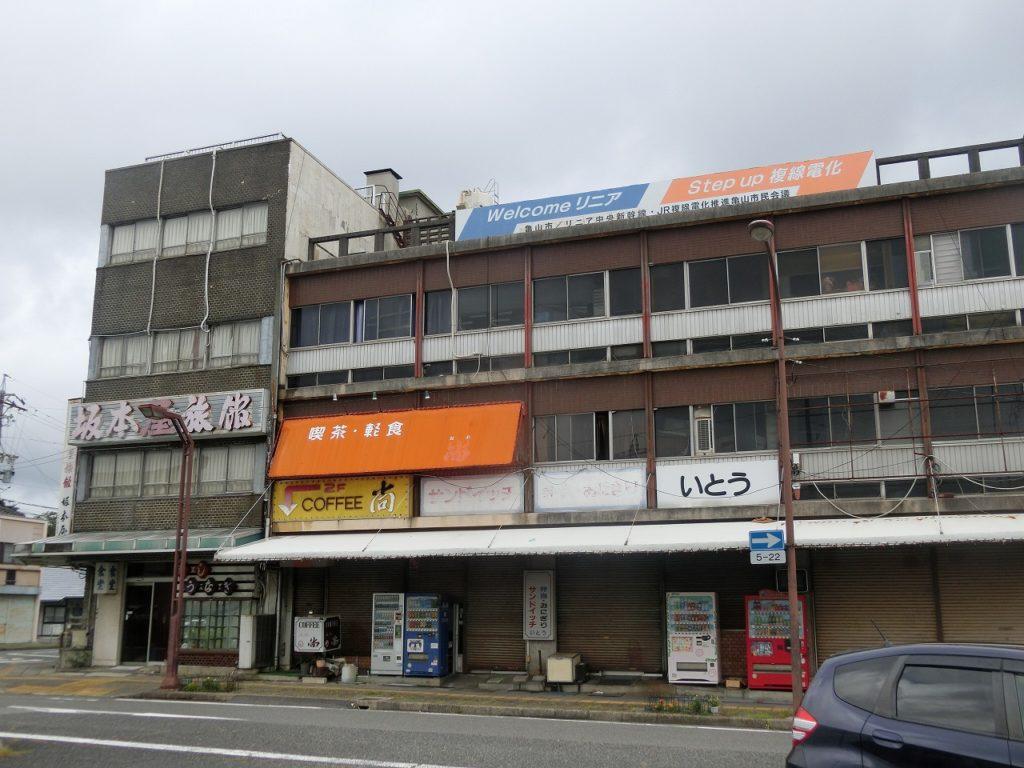 亀山駅の駅前の様子
