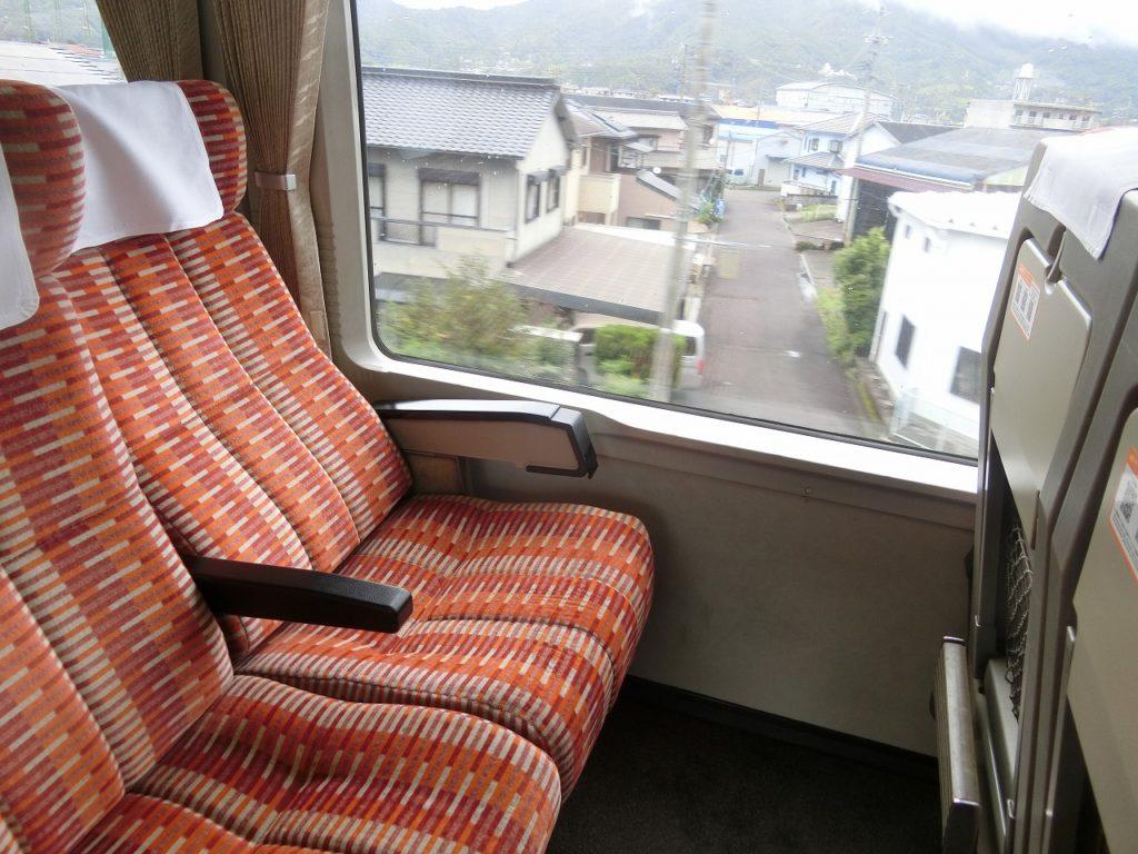 キハ85系の普通車の座席