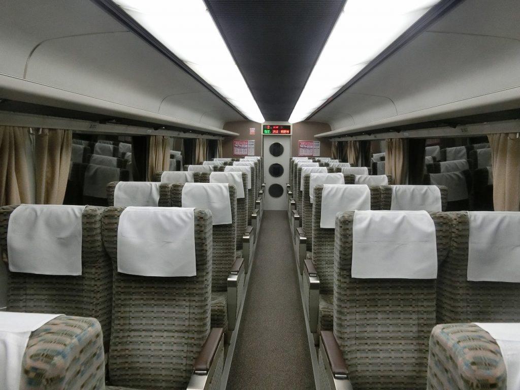 キハ85グリーン車(半室タイプ)の車内