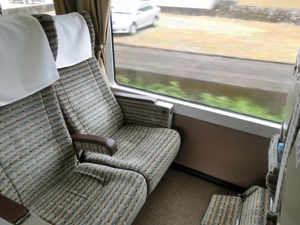 キハ85系グリーン車(半室タイプ)の座席
