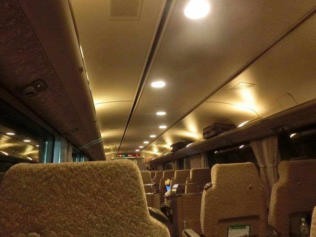 283系グリーン車のムーディーな照明