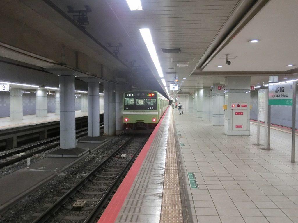 JR難波駅地下のホーム