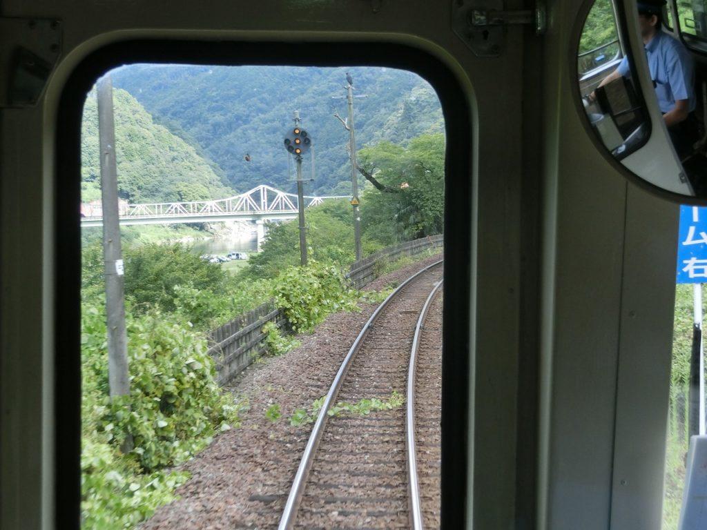 関西本線の木津川の加茂駅付近の車窓