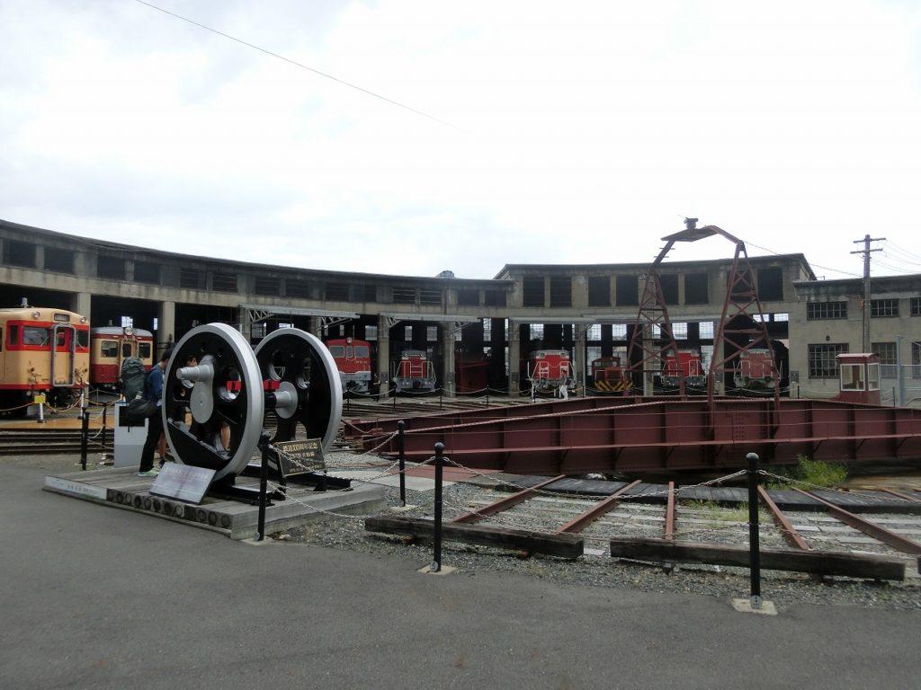 津山まなびの鉄道館の扇形機関車庫と転車台
