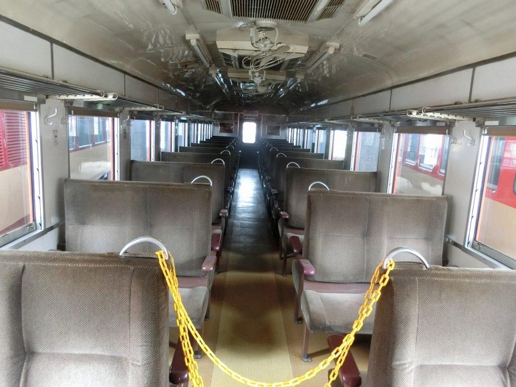 津山まなびの鉄道館のキハ58形の車内