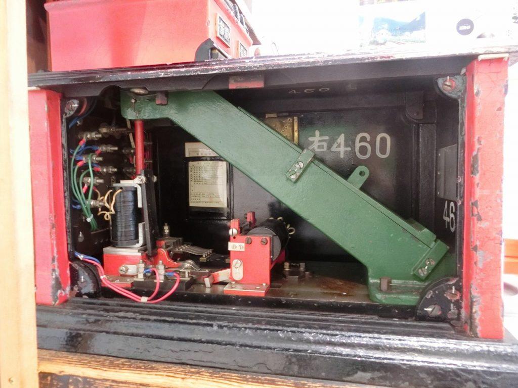津山まなびの鉄道館にあるタブレット閉塞器の内部の仕組み
