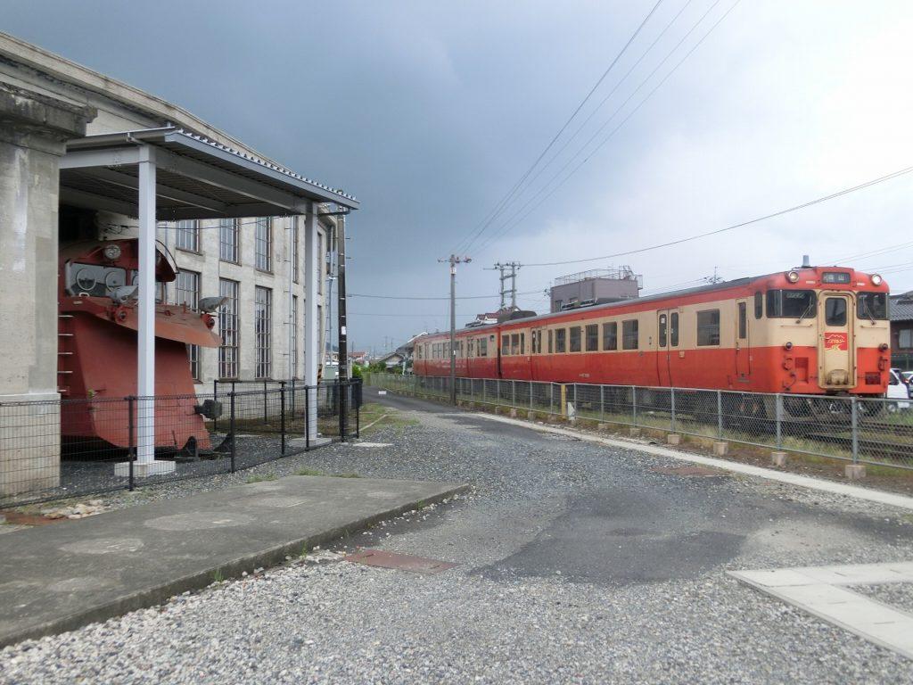 津山まなびの鉄道館から見える現役車両