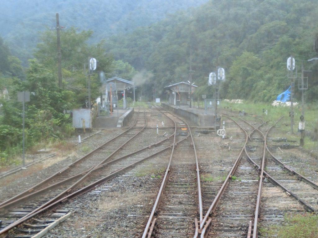 芸備線の比婆山方面からの列車より備後落合駅を望む