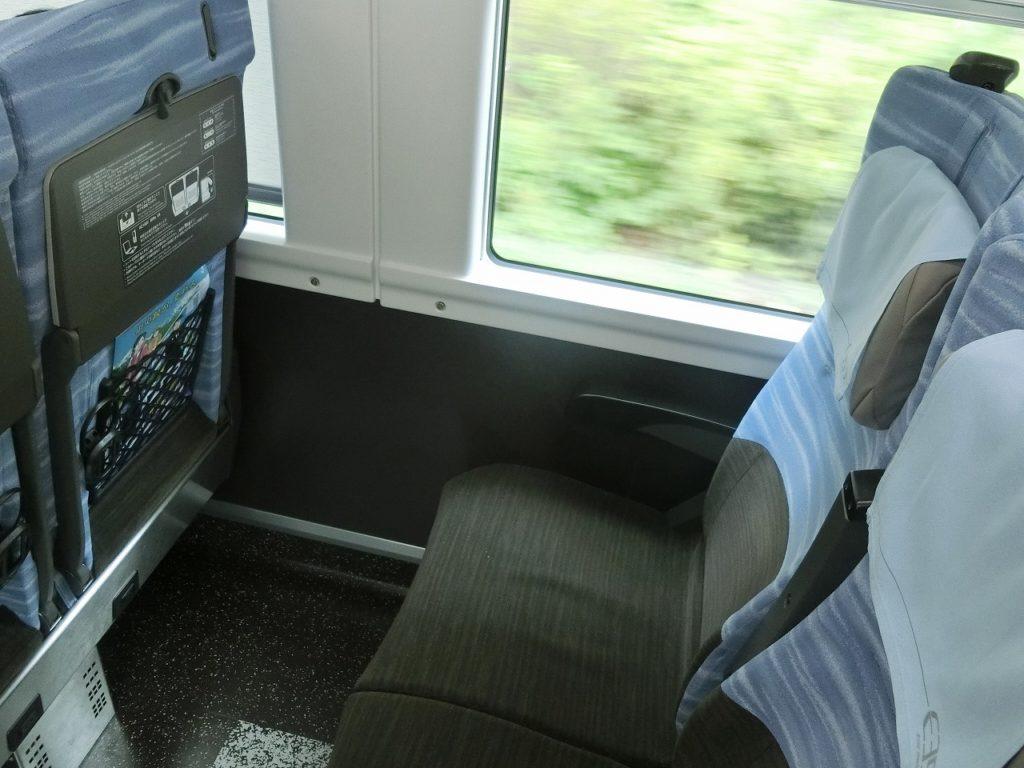 E353系の普通車の座席