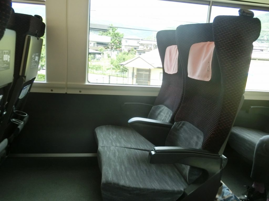 E353系のグリーン車の座席