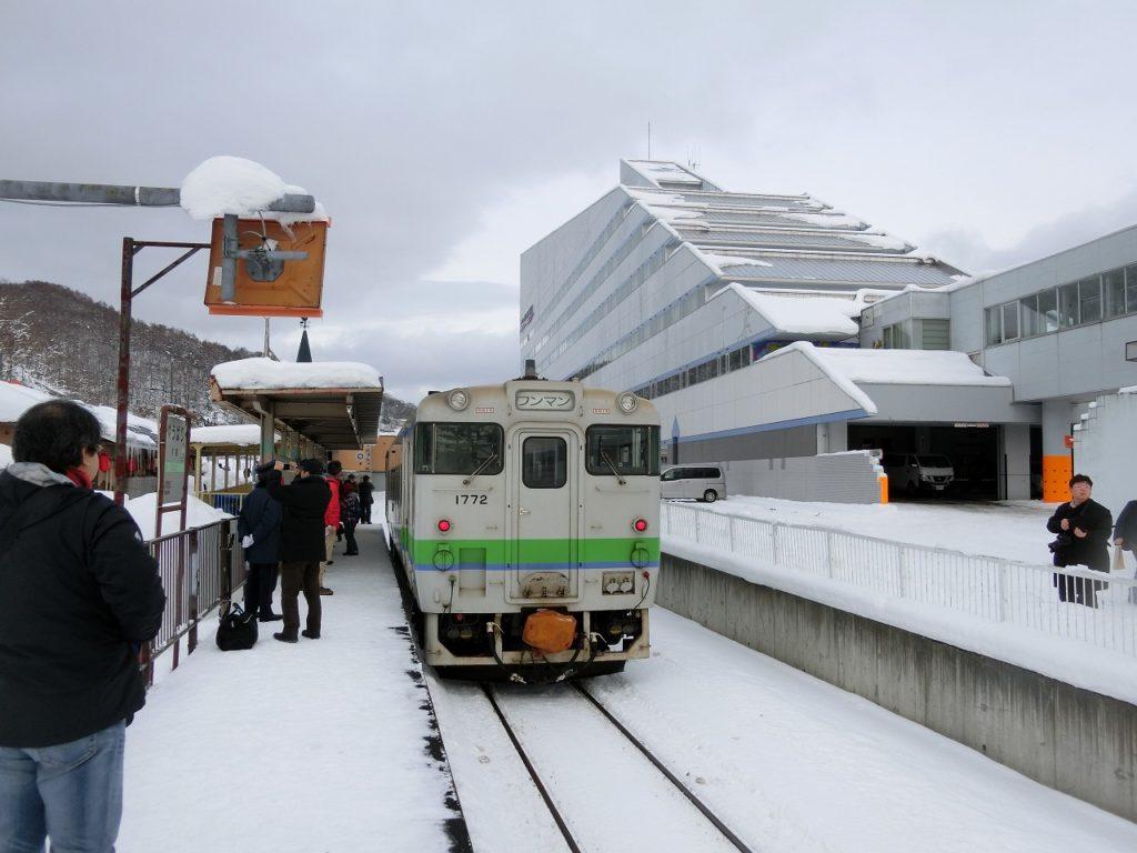 廃止前年の12月の夕張駅