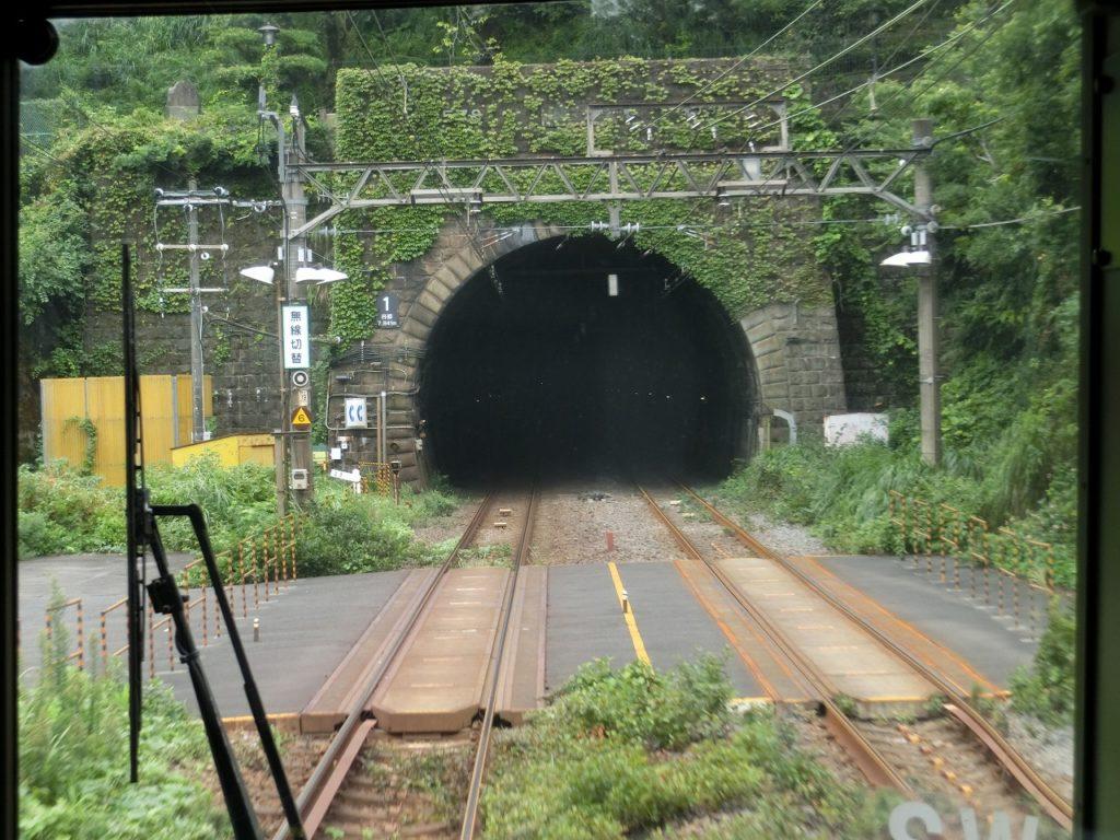東海道本線最長の丹那トンネルに突入