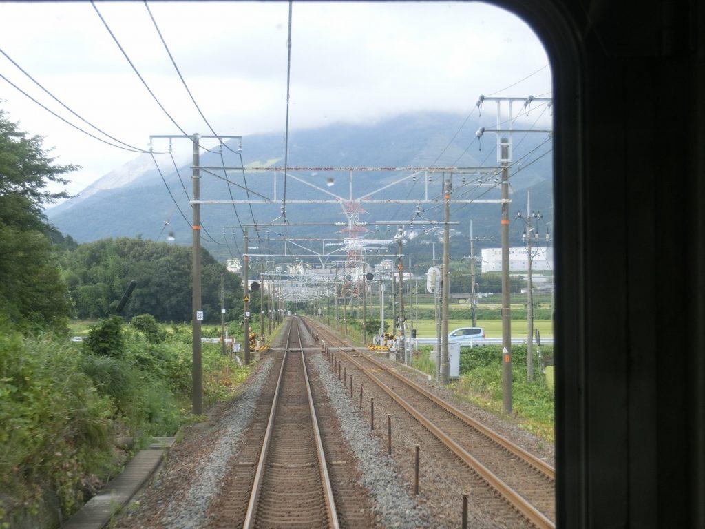 東海道本線関ヶ原付近から見える伊吹山