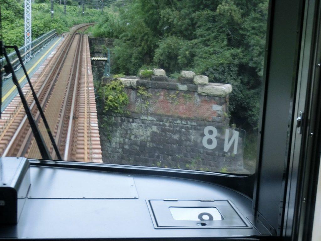 御殿場線の電車から見る第二酒匂川橋梁の橋台