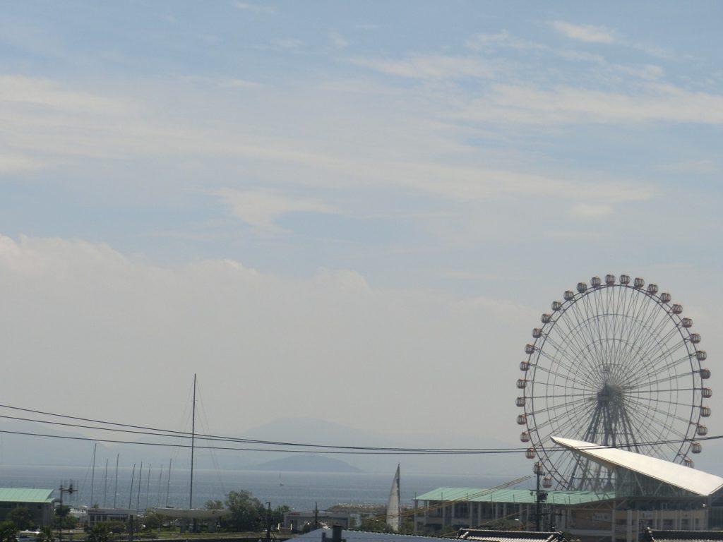 東海道本線の三河大塚~三河三谷間で海が見える
