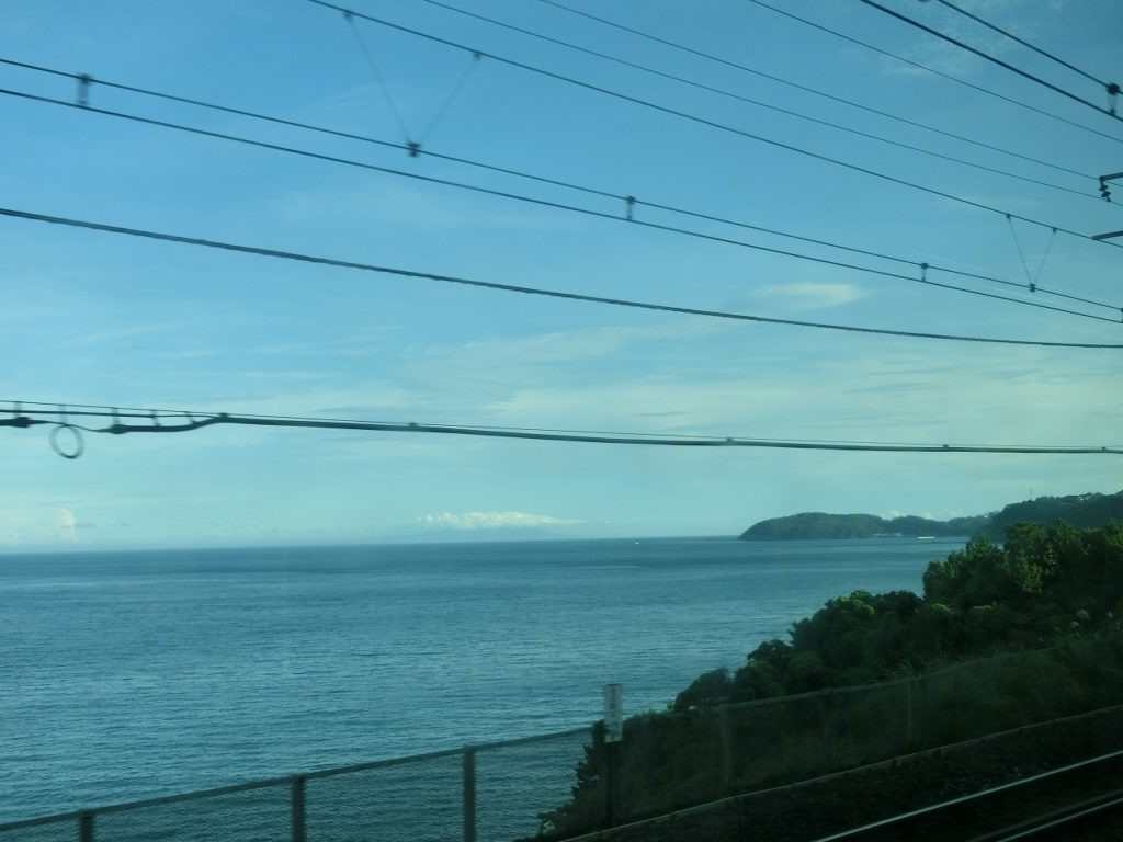 東海道本線根府川駅付近の車窓