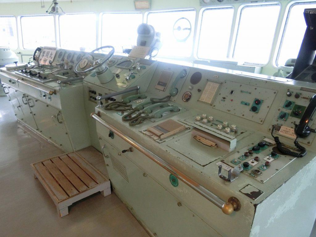 摩周丸の操舵室
