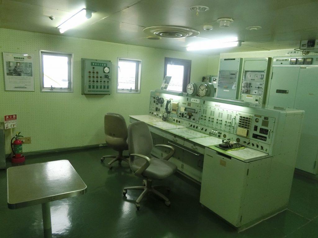 摩周丸の無線通信室