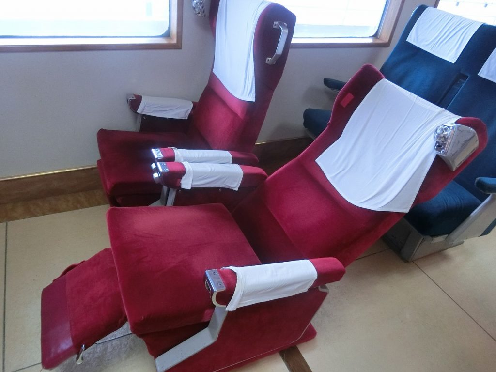 摩周丸のグリーン指定座席のリクライニングシート
