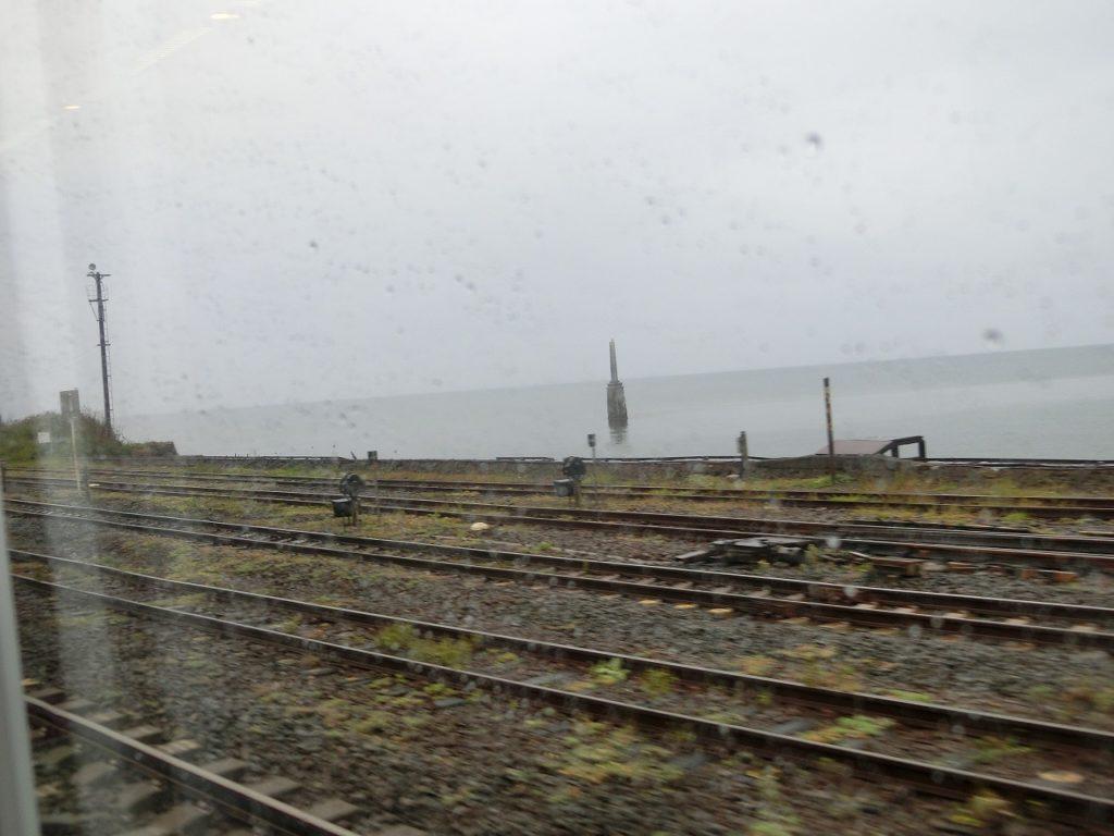 砂原支線と本線が合流する函館本線森駅構内